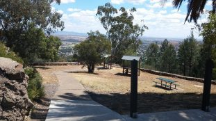 picnic tables oxley lookout