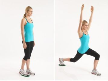 woman doing reverse lunge