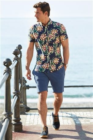 10 Most Trending Hawaiian Outfit Ideas for Men 2021 - The Hust