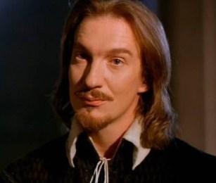 Pearce (David Thewlis)