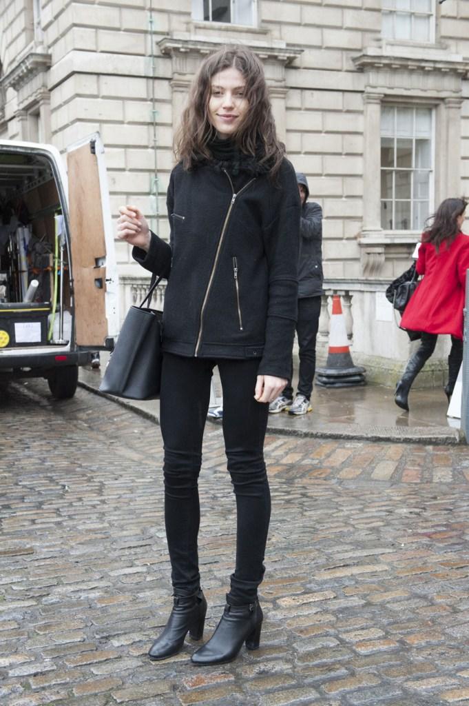 london-street-style-fashion-week-day-1-february-2014-the-impression-theimpression-002