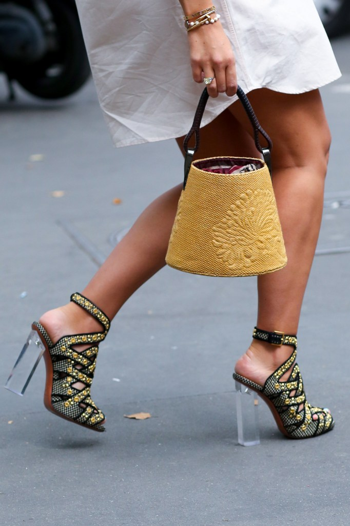 Street-Style-Day-3-Paris-Couture-Fashion-Week-the-impression-july-2014-017