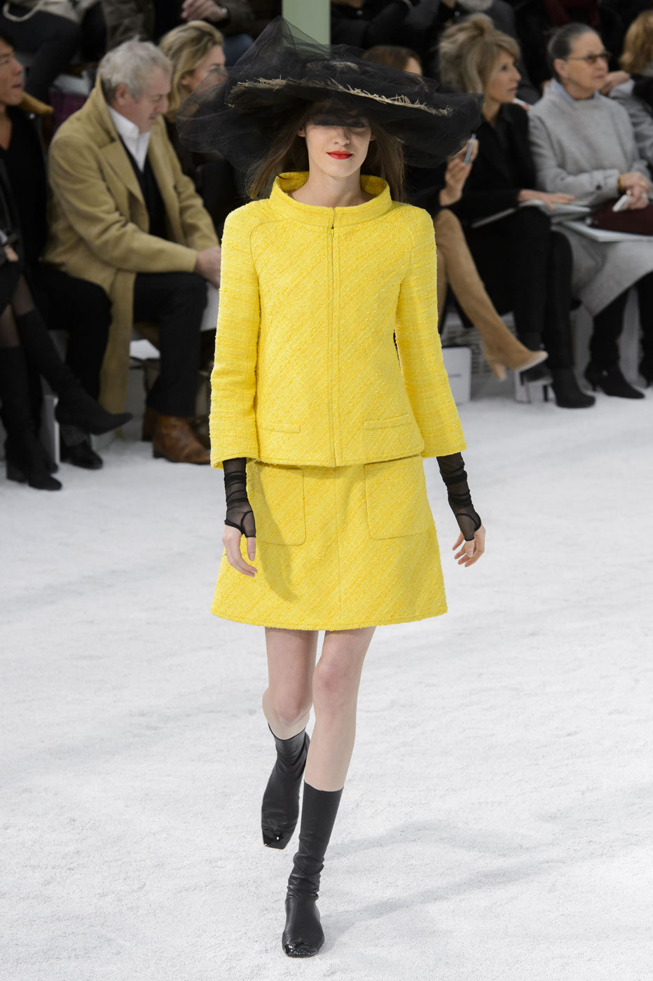 Chanel-fashion-runway-show-haute-couture-paris-spring-summer-2015-the-impression-013