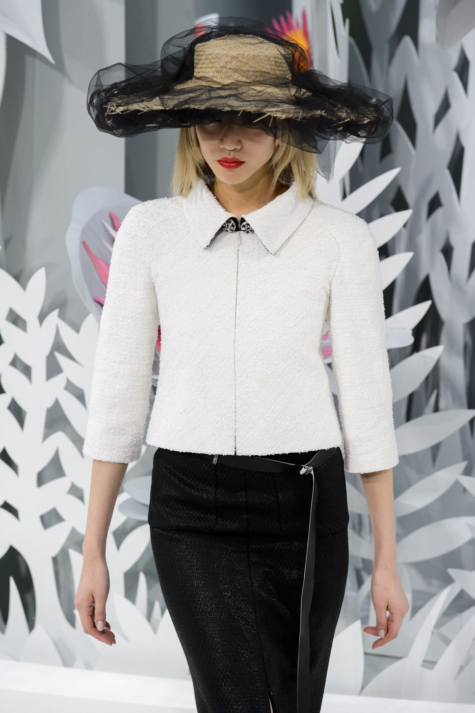 Chanel-fashion-runway-show-haute-couture-paris-spring-summer-2015-the-impression-028