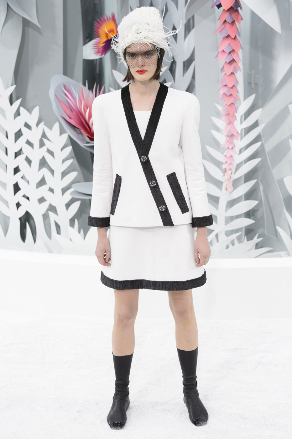 Chanel-fashion-runway-show-haute-couture-paris-spring-summer-2015-the-impression-032