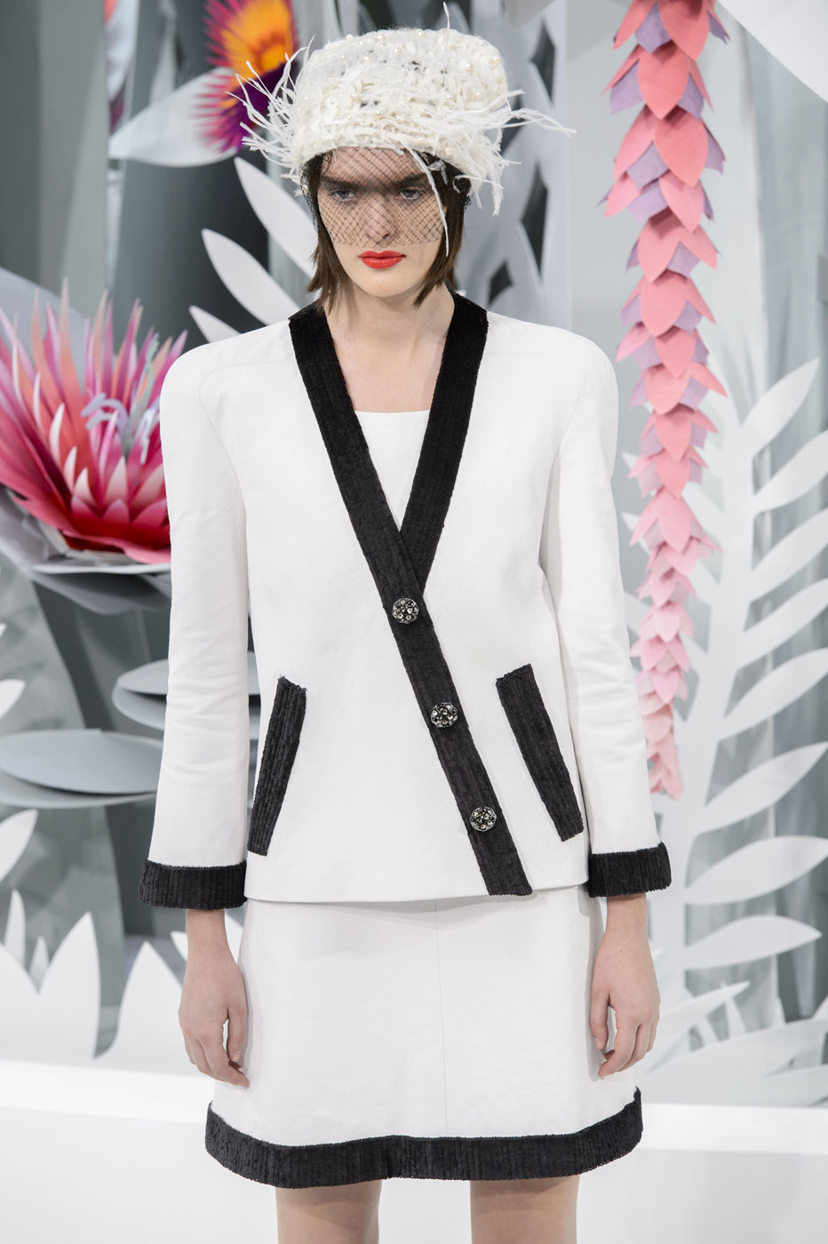 Chanel-fashion-runway-show-haute-couture-paris-spring-summer-2015-the-impression-033