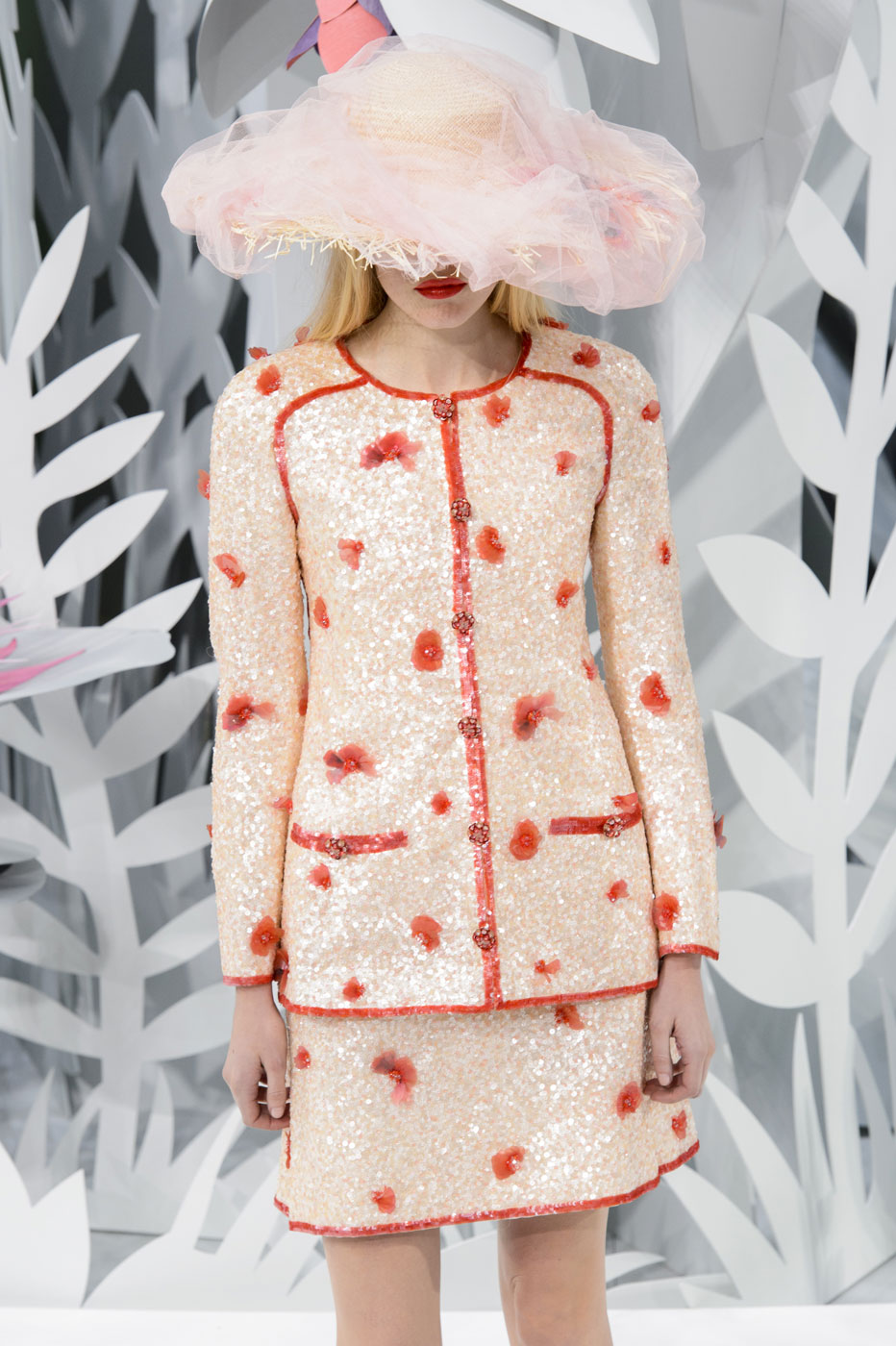 Chanel-fashion-runway-show-haute-couture-paris-spring-summer-2015-the-impression-063