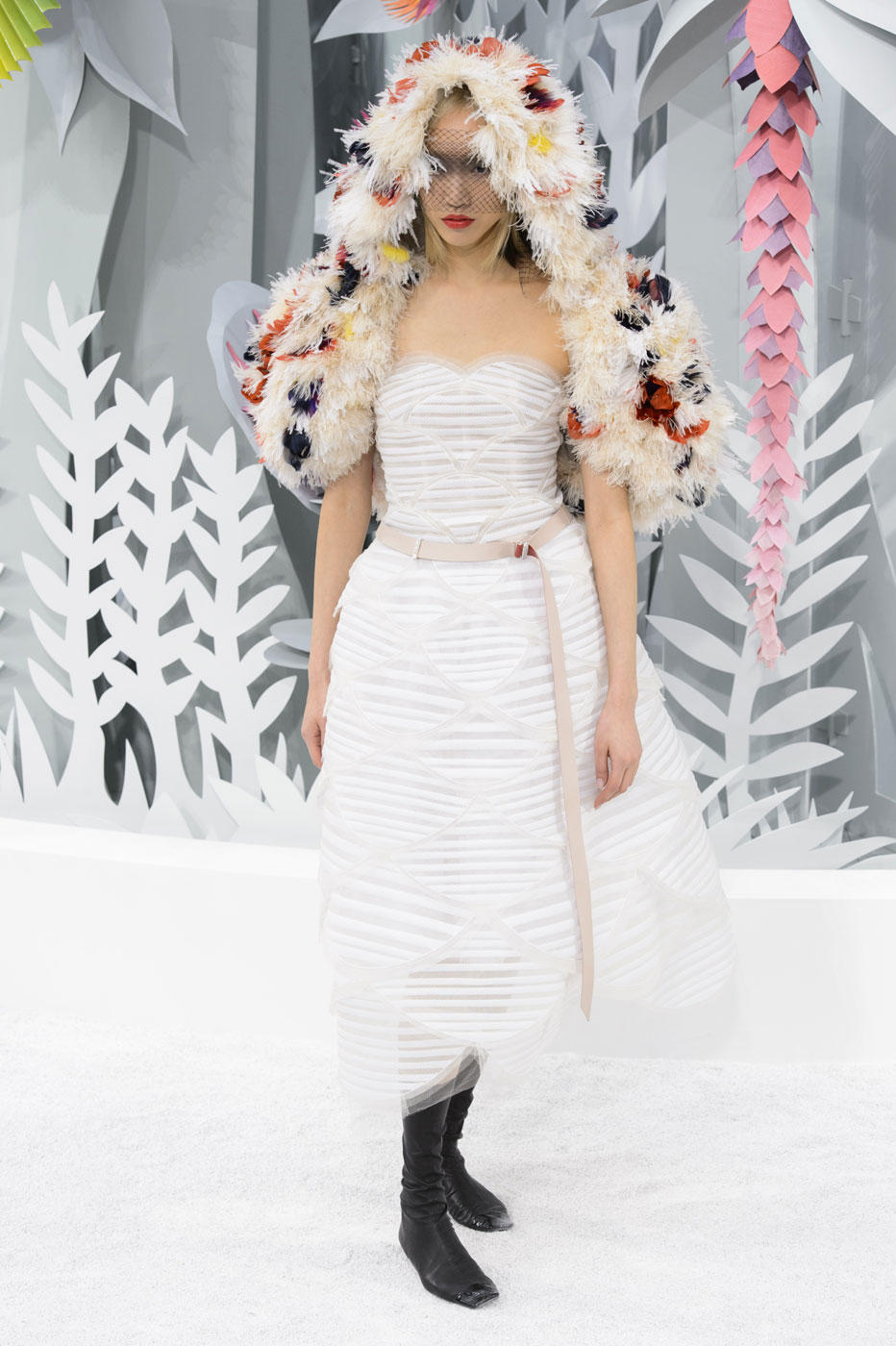 Chanel-fashion-runway-show-haute-couture-paris-spring-summer-2015-the-impression-137