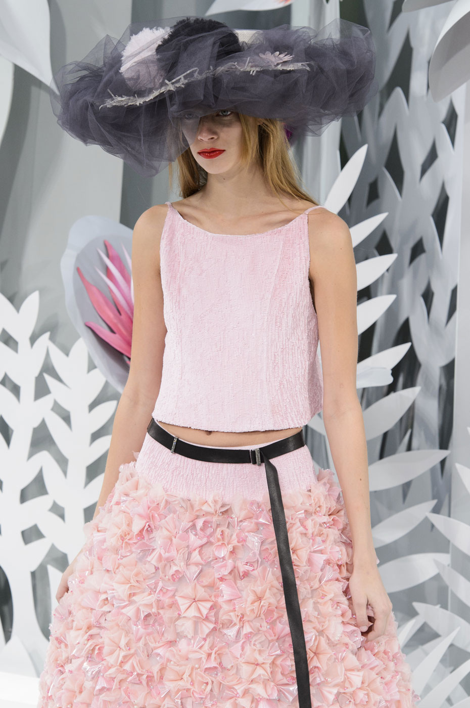 Chanel-fashion-runway-show-haute-couture-paris-spring-summer-2015-the-impression-150