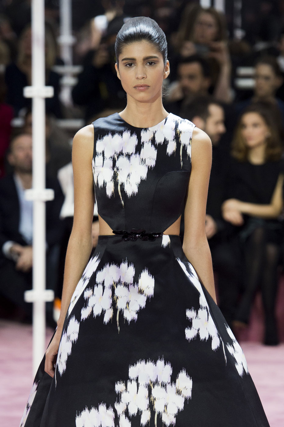 Christian-Dior-fashion-runway-show-haute-couture-paris-spring-summer-2015-the-impression-020