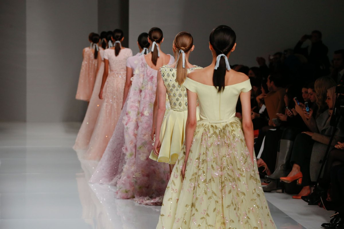 Georges-Hobeika-fashion-runway-show-haute-couture-paris-spring-2015-the-impression-90