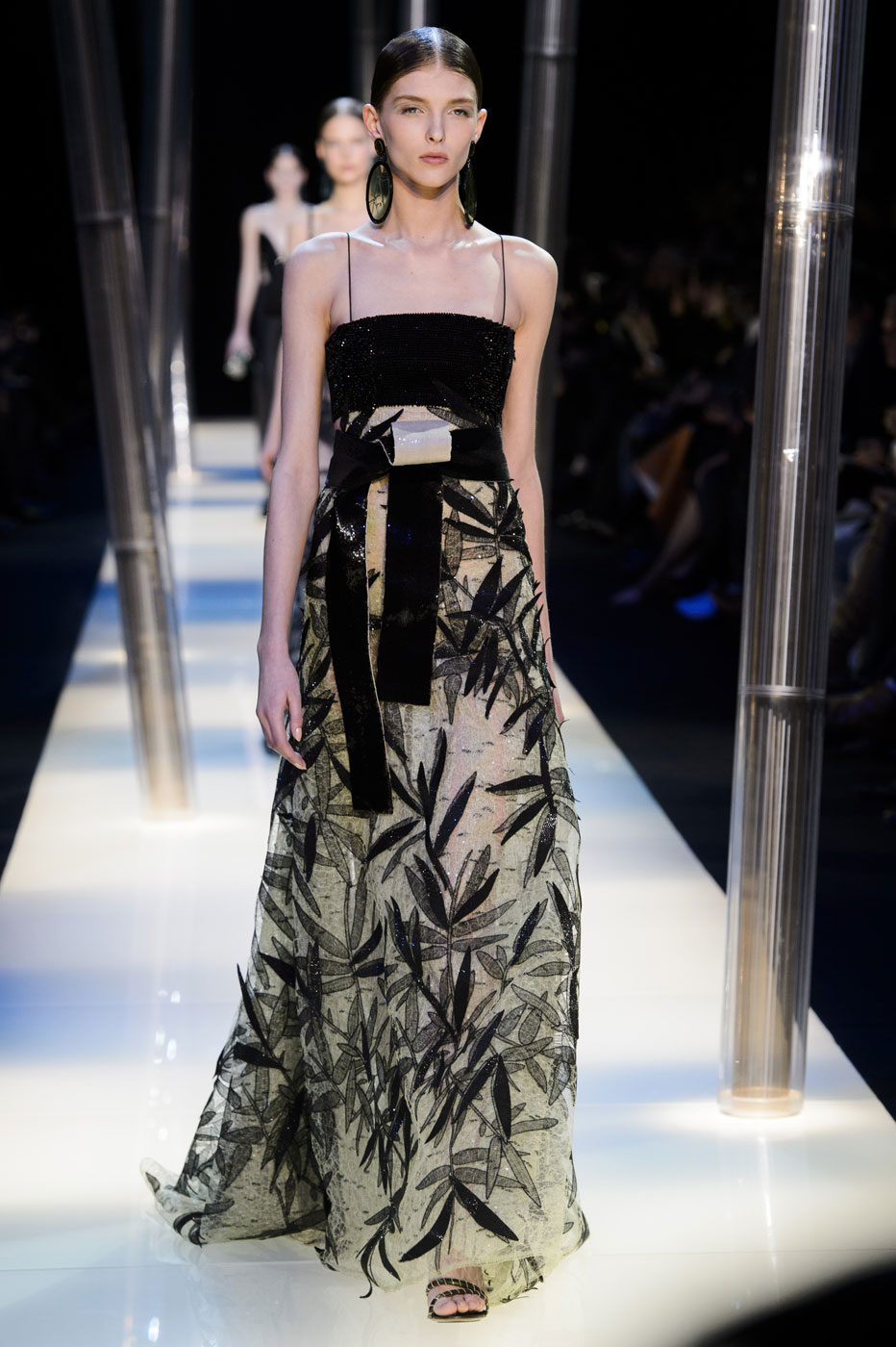 Giorgio-armani-Prive-fashion-runway-show-haute-couture-paris-spring-2015-the-impression-103