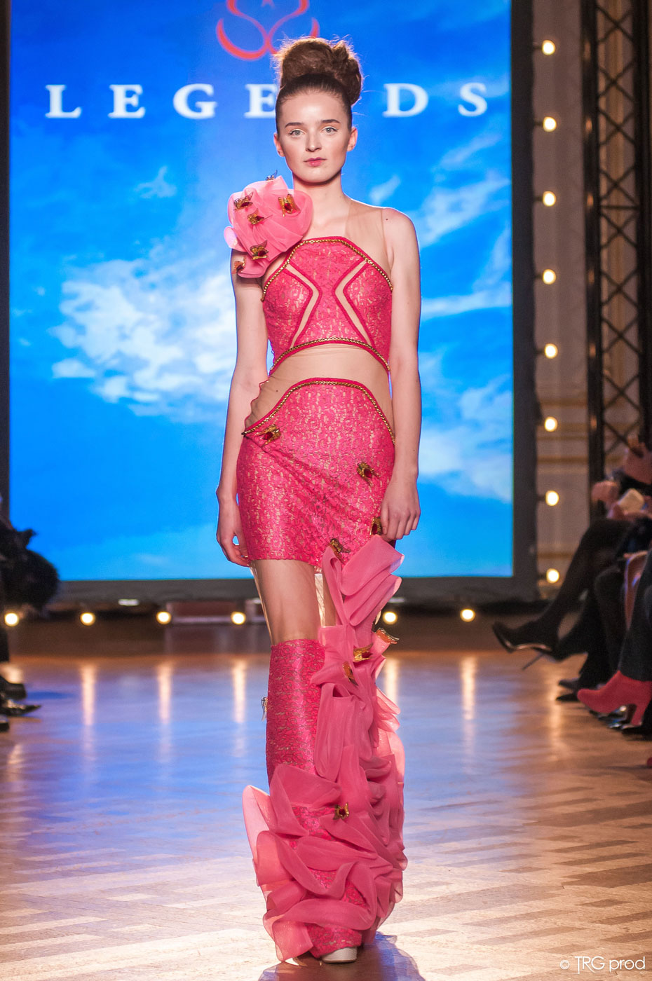 Legends-fashion-runway-show-haute-couture-paris-spring-2015-the-impression-17