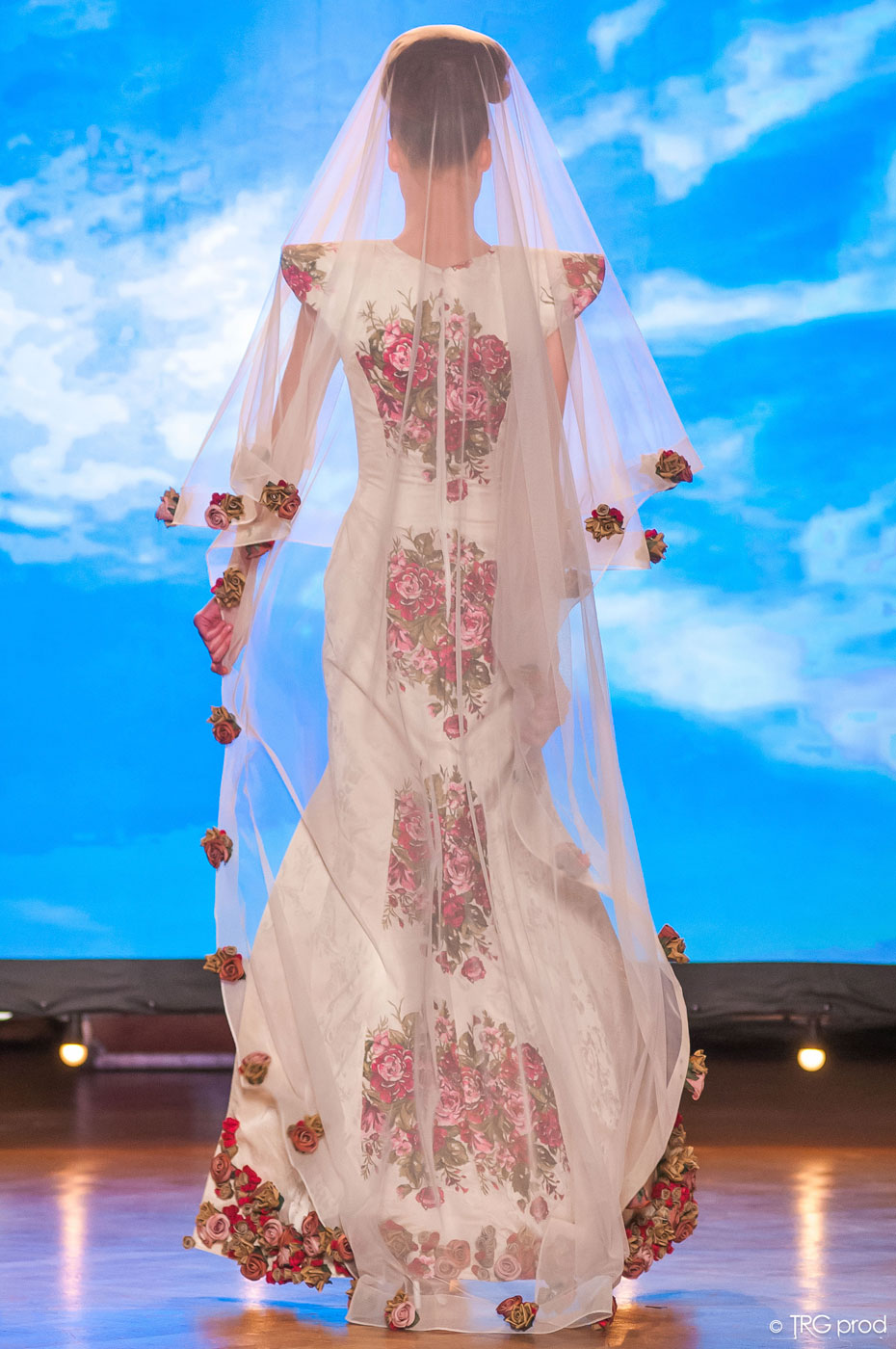 Legends-fashion-runway-show-haute-couture-paris-spring-2015-the-impression-24