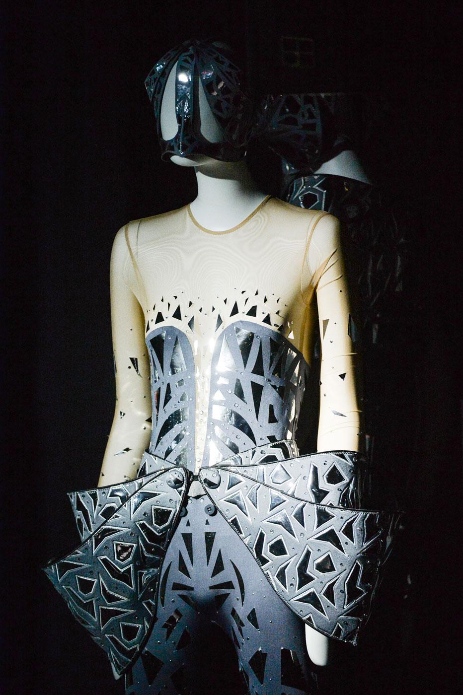 On-Aura-Tout-Vu-fashion-runway-show-haute-couture-paris-spring-summer-2015-the-impression-13