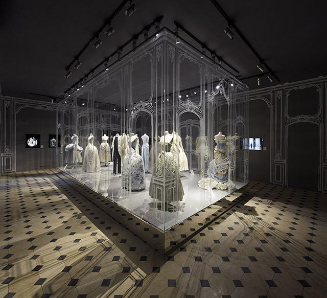 07_Versailles_-_The_Trianon_-_Esprit_Dior_Seoul_-_Bakas