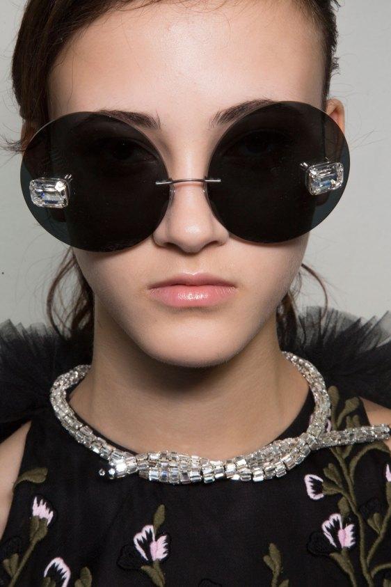 GIAMBATTISTA-VALLI-backstage-fall-2015-couture-the-impression-024