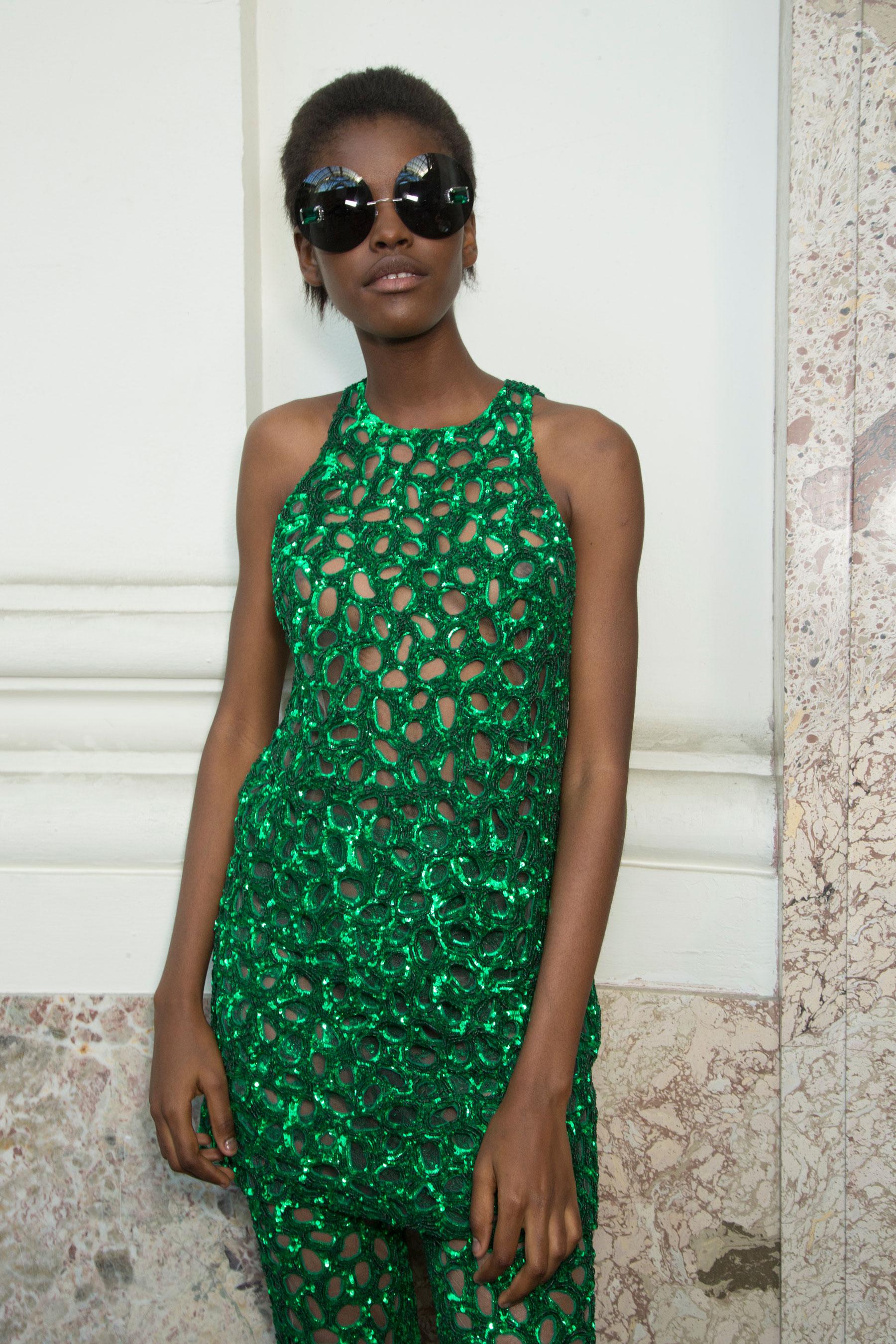GIAMBATTISTA-VALLI-backstage-fall-2015-couture-the-impression-031