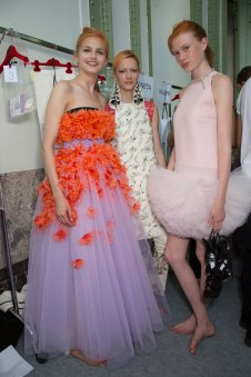GIAMBATTISTA-VALLI-backstage-fall-2015-couture-the-impression-036
