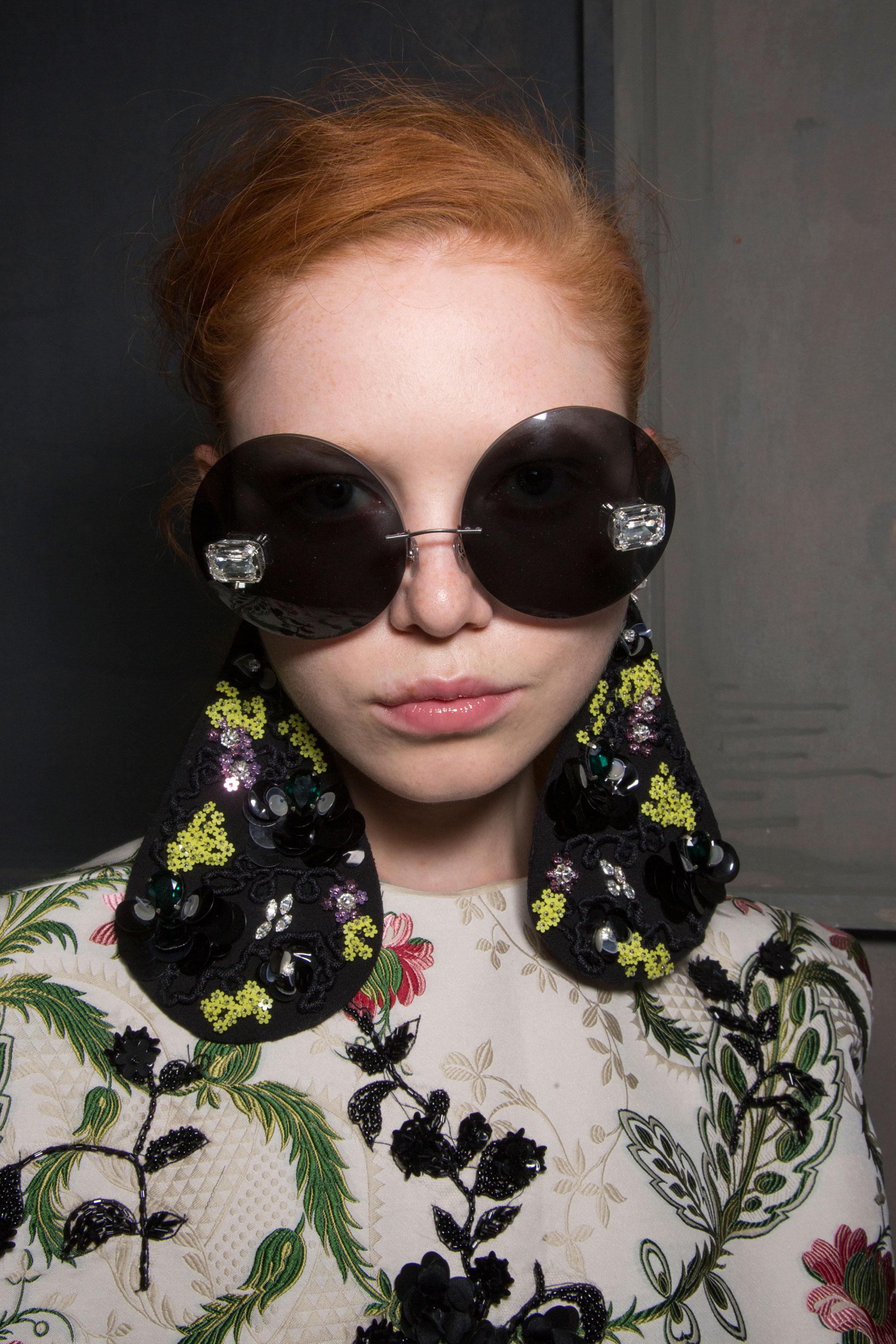 GIAMBATTISTA-VALLI-backstage-fall-2015-couture-the-impression-042