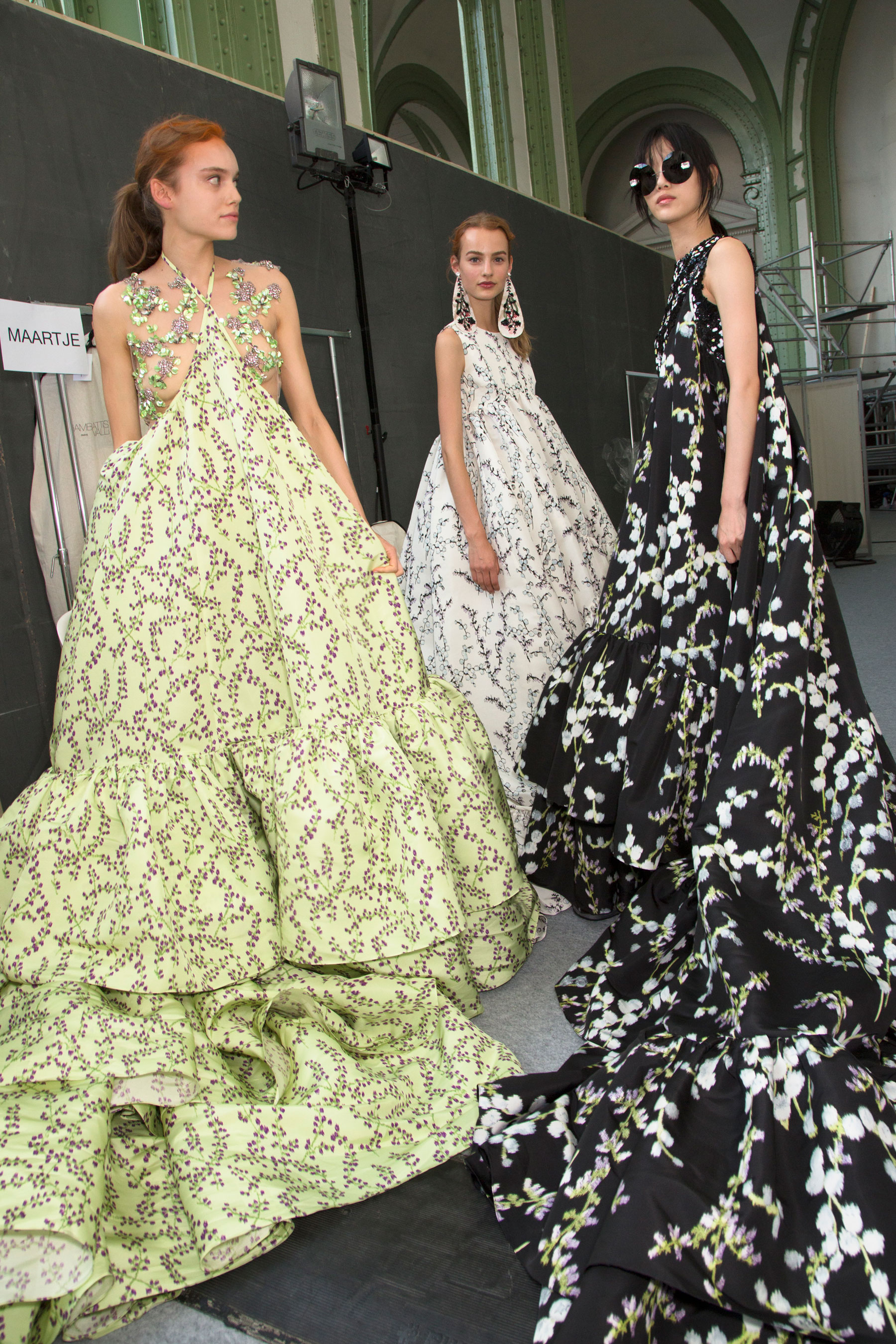 GIAMBATTISTA-VALLI-backstage-fall-2015-couture-the-impression-095