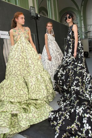 GIAMBATTISTA-VALLI-backstage-fall-2015-couture-the-impression-095