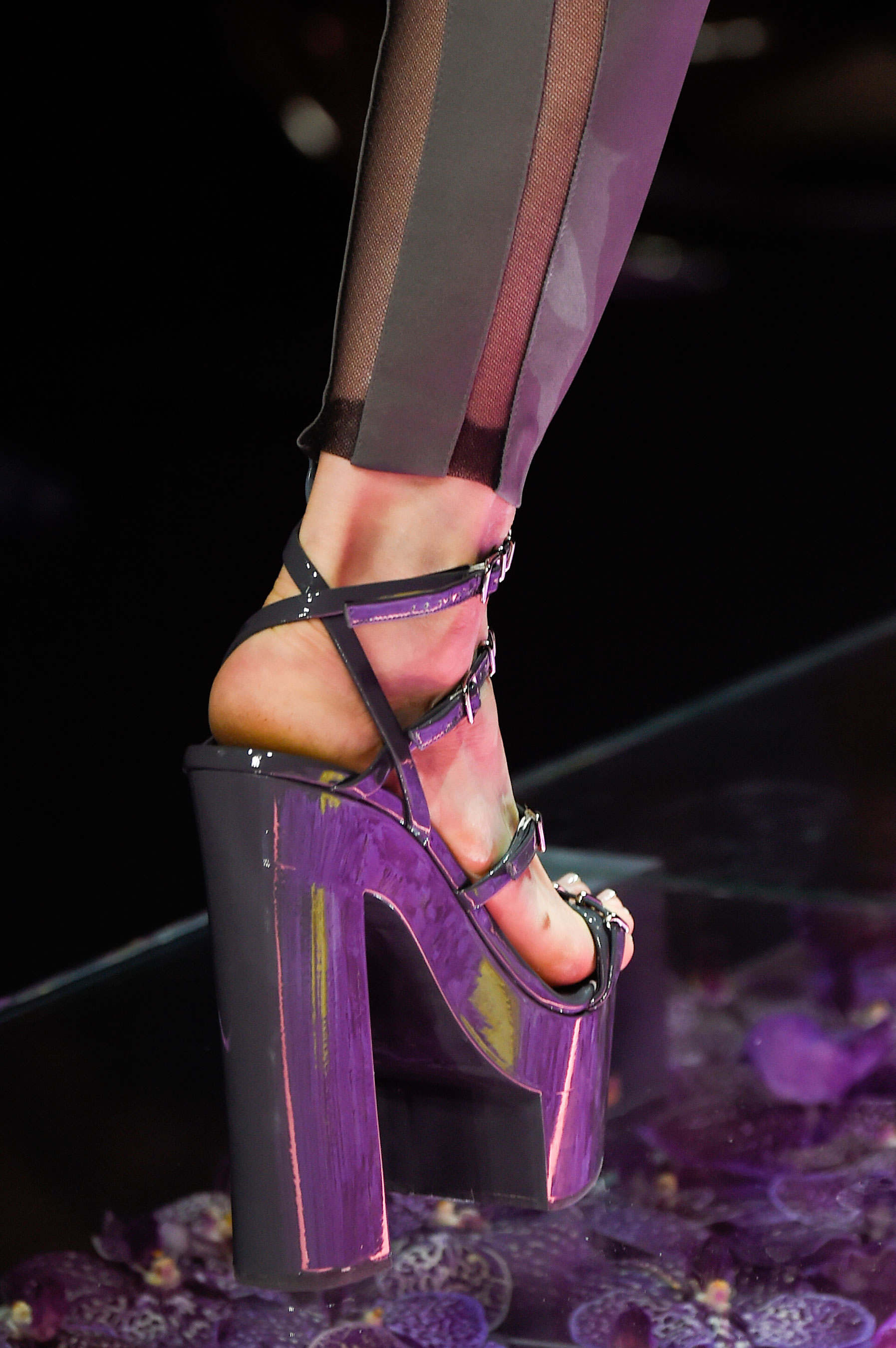 atelier-versace-close-ups-fall-2015-couture-the-impression-021