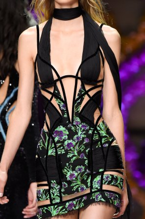 atelier-versace-close-ups-fall-2015-couture-the-impression-135