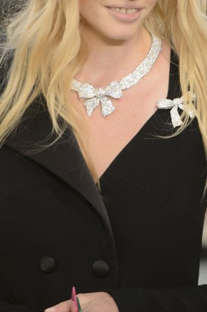 chanel-close-ups-fall-2015-couture-show-the-impression-018