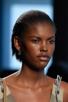 Bottega-Veneta-runway-beauty-spring-2016-close-up-fashion-show-the-impression-015