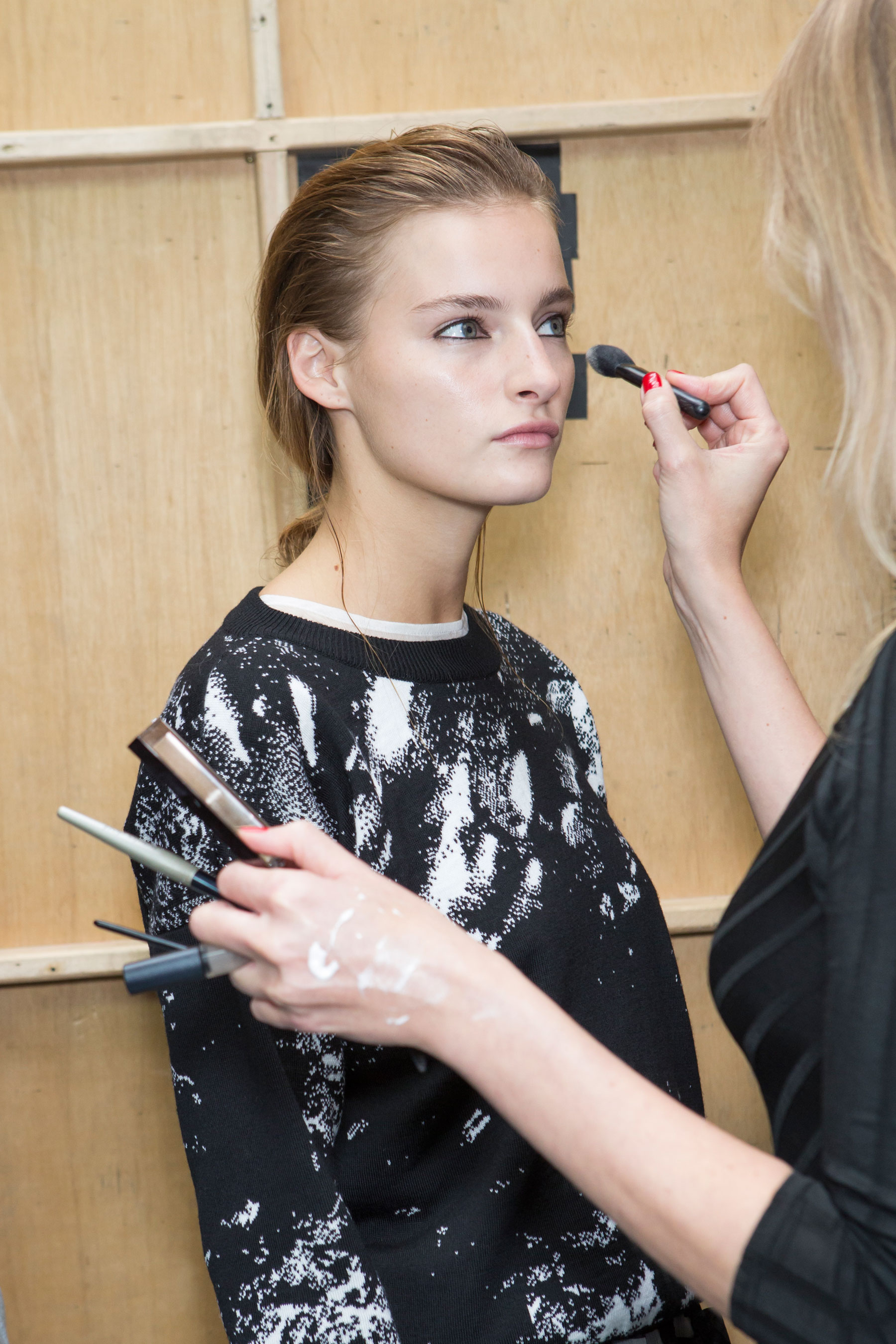 Christopher-Raeburn-spring-2016-beauty-fashion-show-the-impression-30