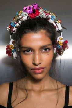 Dolce-and-Gabanna-backstage-beauty-spring-2016-fashion-show-the-impression-025