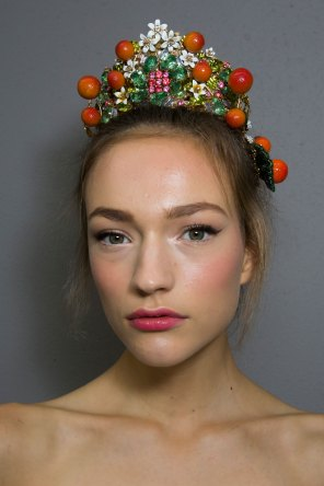Dolce-and-Gabanna-backstage-beauty-spring-2016-fashion-show-the-impression-042