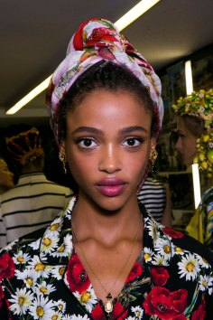 Dolce-and-Gabanna-backstage-beauty-spring-2016-fashion-show-the-impression-050