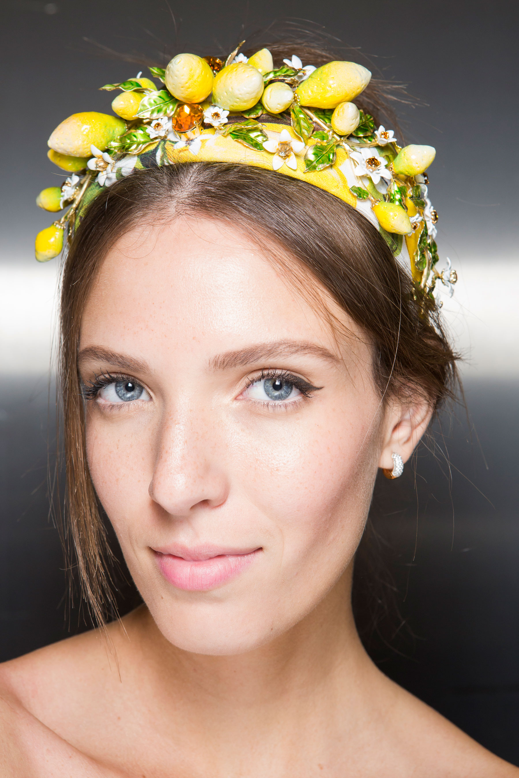 Dolce-and-Gabanna-backstage-beauty-spring-2016-fashion-show-the-impression-066