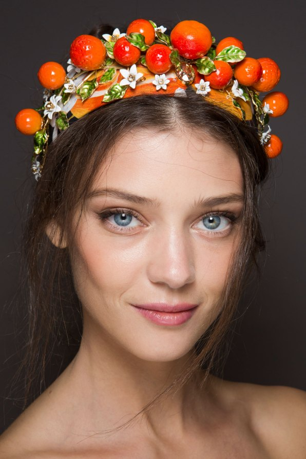 Dolce-and-Gabanna-backstage-beauty-spring-2016-fashion-show-the-impression-078