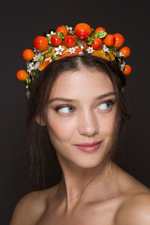 Dolce-and-Gabanna-backstage-beauty-spring-2016-fashion-show-the-impression-088