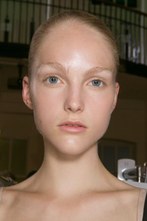 JW-Anderson-beauty-spring-2016-fashion-show-the-impression-002