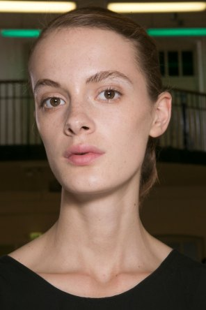 JW-Anderson-beauty-spring-2016-fashion-show-the-impression-014