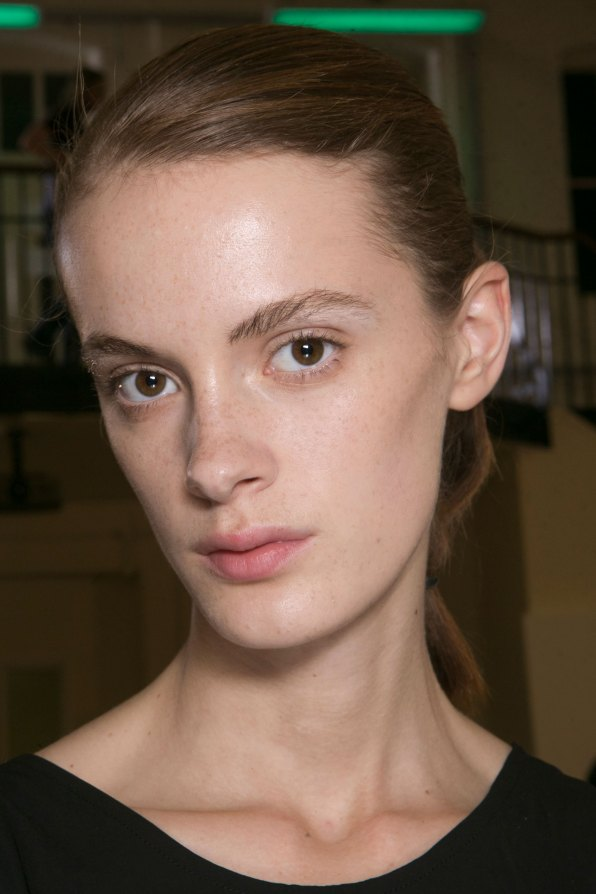 JW-Anderson-beauty-spring-2016-fashion-show-the-impression-015