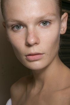 JW-Anderson-beauty-spring-2016-fashion-show-the-impression-023