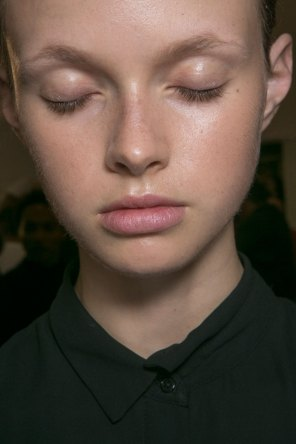 JW-Anderson-beauty-spring-2016-fashion-show-the-impression-029