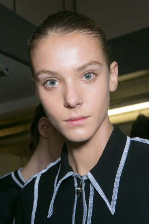 JW-Anderson-beauty-spring-2016-fashion-show-the-impression-036