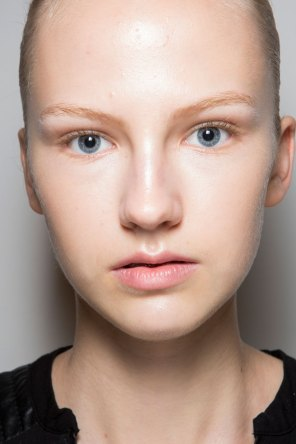 JW-Anderson-beauty-spring-2016-fashion-show-the-impression-039