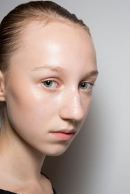 JW-Anderson-beauty-spring-2016-fashion-show-the-impression-043