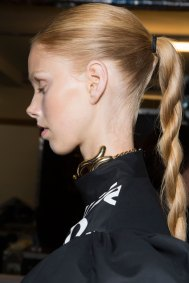 JW-Anderson-beauty-spring-2016-fashion-show-the-impression-064