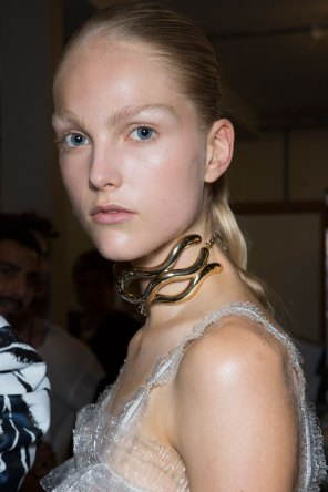 JW-Anderson-beauty-spring-2016-fashion-show-the-impression-067