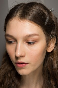 Lemaire-spring-2016-beauty-fashion-show-the-impression-32