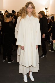 Lemaire-spring-2016-beauty-fashion-show-the-impression-37