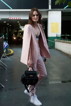 London-Fashion-Week-Street-Style-Day-1-spring-2016-the-impression-055